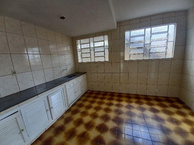 Alugo quarto e sala em condomínio com garagem no bairro Catarcione - Foto 7