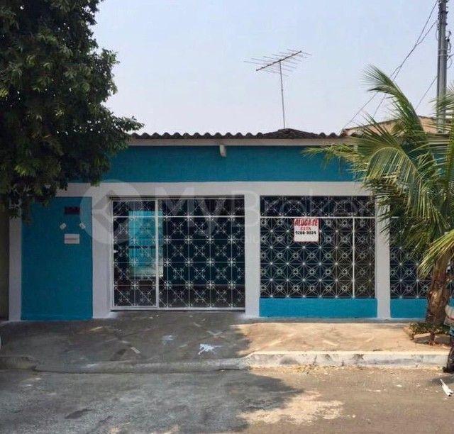 Casa  com 3 quartos - Bairro Jardim das Aroeiras em Goiânia