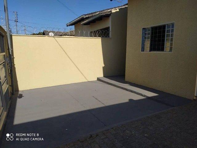 Casa para venda possui 110 metros quadrados com 3 quartos em Moinho dos Ventos - Goiânia - - Foto 2