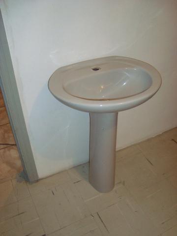 Pia de banheiro, coluna em porcelana
