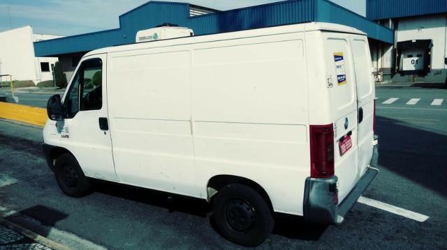 Vende-se Van refrigerada com serviço - Foto 4