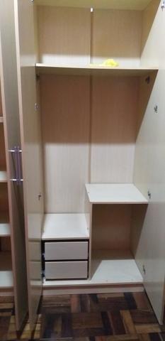 Roupeiro 6 portas grandes cor marfim - Foto 3