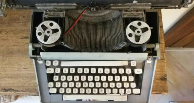 Máquina escrever antiga - Foto 3