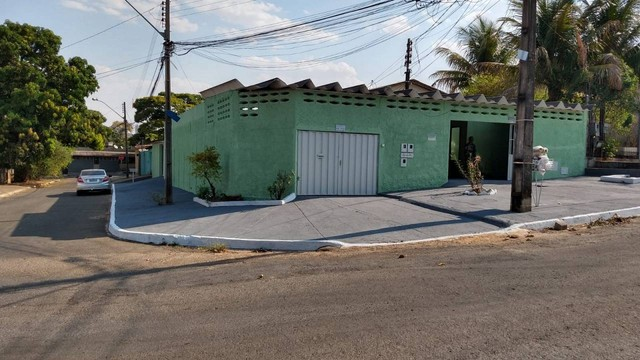 Vende imóvel de esquina, no Setor Jardim Novo Mundo, com 3 imóveis, separados, localizado