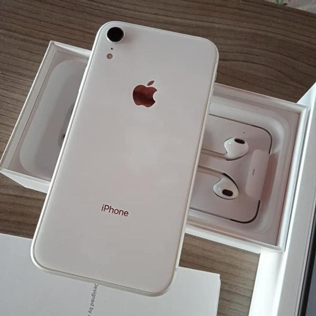 Iphone XR branco 64g semi novo