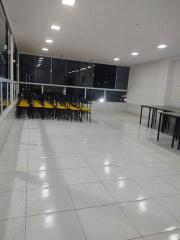 Vendo 10 conjuntos de mesas em mármore e 40 cadeiras com acendo estofado  - Foto 5
