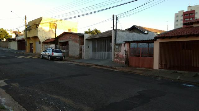 Terreno vendo ou troco valor 70 mil.Assis SP