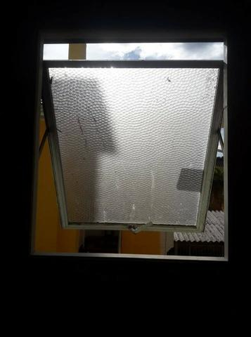 Janela Basculante Alumínio com vidro