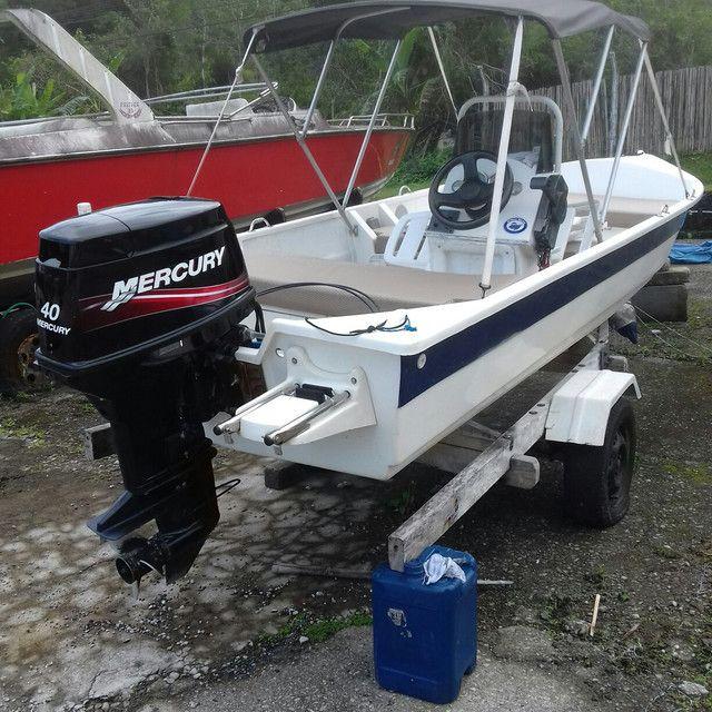 Barco de fibra 5,30 mts motor Mercury 40 hp partida eletrica - Foto 3