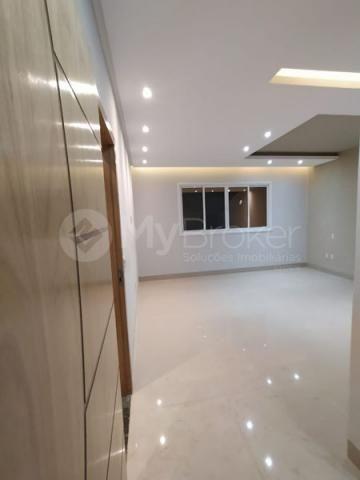 Casa com 3 quartos - Bairro Residencial Canadá em Goiânia - Foto 2
