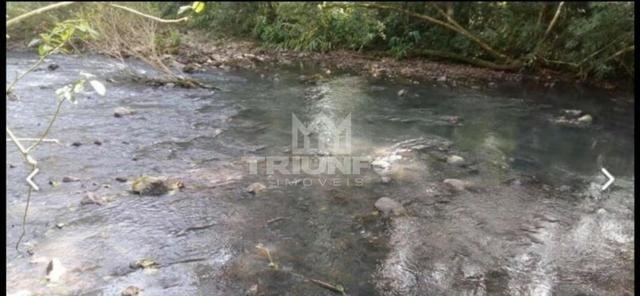 Sítio com rio e mata nativa
