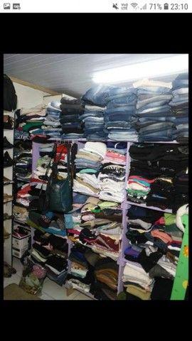 Loja roupas usadas completa