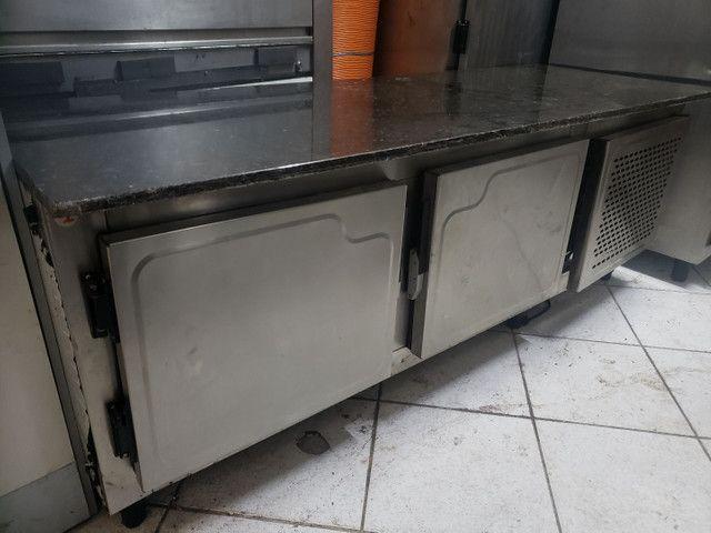 Bancada em granito com geladeira - Foto 3