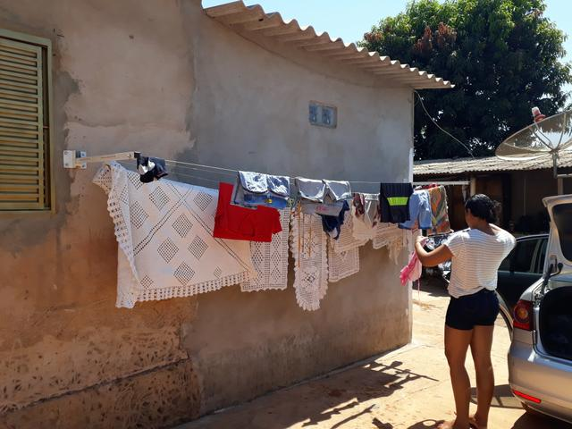 Varal para roupas retratil INSTALADO - Foto 4