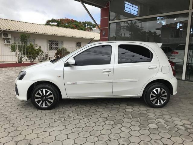 Toyota Etios Hatch X 1.3 Flex Automático 2019 (Único Dono) Branco Pérola - Foto 6