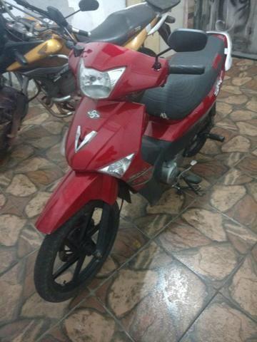 Vendo moto traxx 50tinha 2.500 fone: