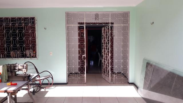 Casa 3 quartos com um galpão no Henrique Jorge toda reformada - Foto 4
