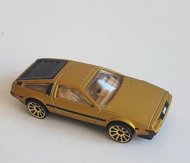 Hot Wheels DeLorean Dourada
