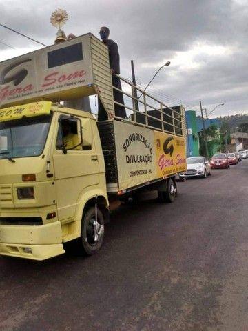Vende-se caminhão VW 7100 trio elétrico - Foto 2