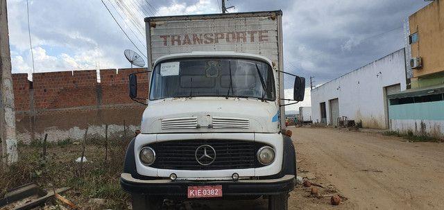 Caminhão Baú Mercedes 1113