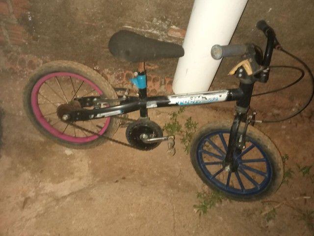 vendo bicicleta infatil filer valor 40 reais tudo ok