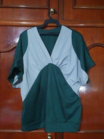 Blusa feminina de poliéster verde  - Foto 3