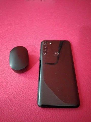 Vende-se G8 POWER 64GB em ótimas condições e um fone da xiaomi original
