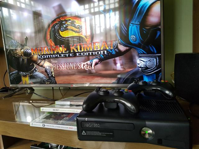 Xbox 360 + 2 Controles + 4 jogos mídia física