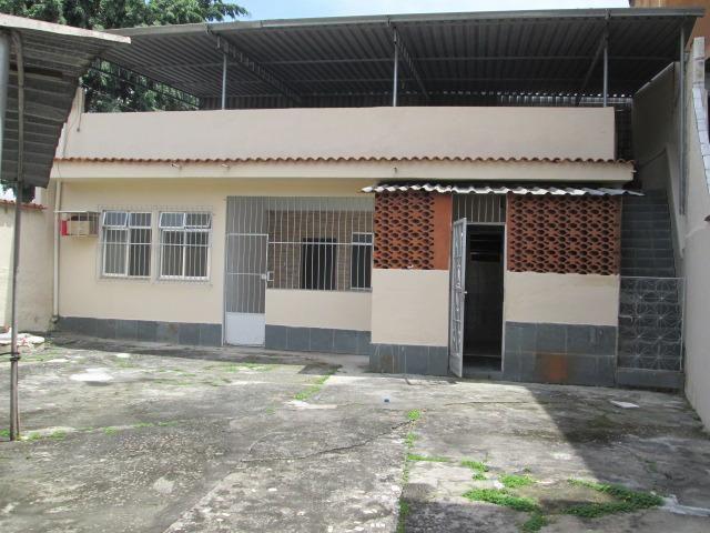 Ótima Casa Linear com 2 Quartos e Terraço em Guadalupe