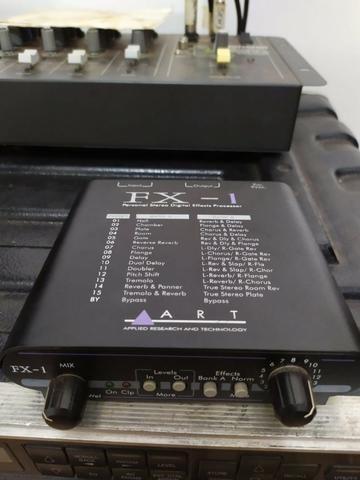 Processador de efeitos FX-1