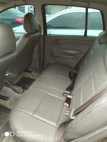 Vendo VW Fox 1.6 2005 4p Flex/GNV com ar/dh/trava - Foto 9