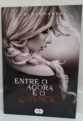 "Livro ""Entre o Agora e o Nunca"""