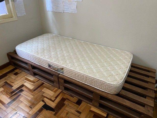 4 pallets + colchão de solteiro (Herval Cannes D33) em perfeito estado - Foto 3