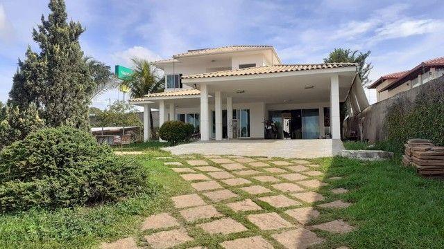 Casa em condomínio. 5 quartos, 3 suítes sendo 1 master com hidro. Lote 1000 m2. Lagoa Sant