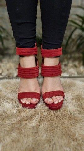 Sandálias Femininas - Lindas e Elegantes - 2 pelo preço de 1 - Foto 2