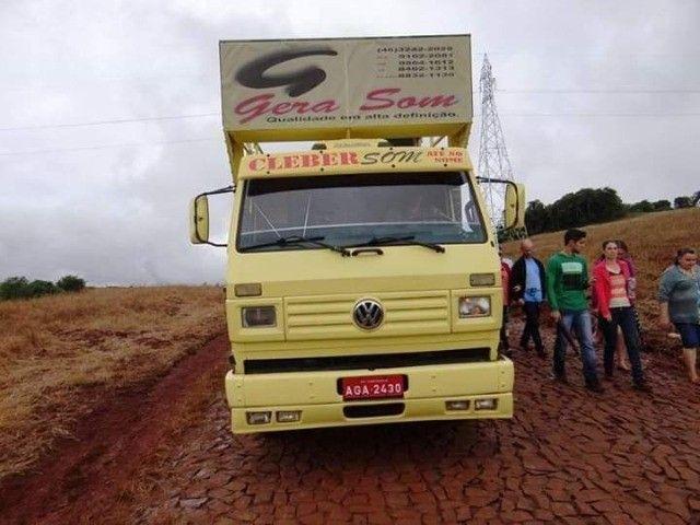 Vende-se caminhão VW 7100 trio elétrico - Foto 4
