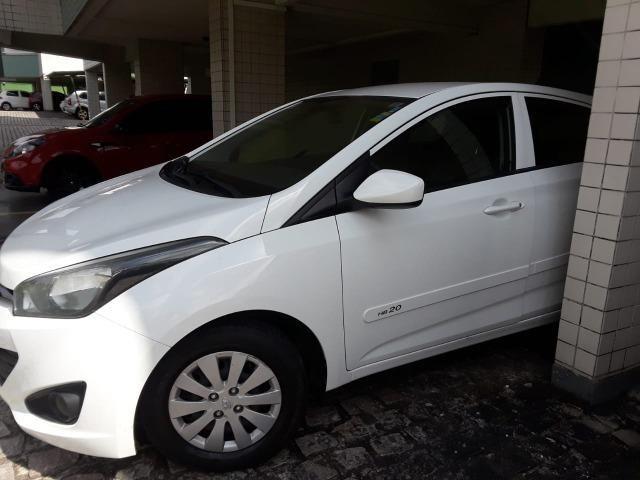 Vendo Carro HB20 2014 completo com bancada de couro