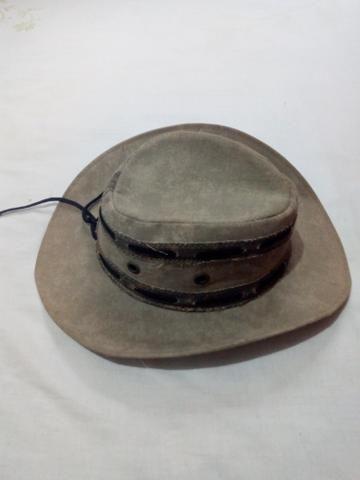 Vendo um Chapéu Cowboy de Couro simples cor cinza (veja descrição)