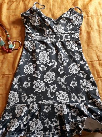 Vestido preto com flores brancas - Foto 2