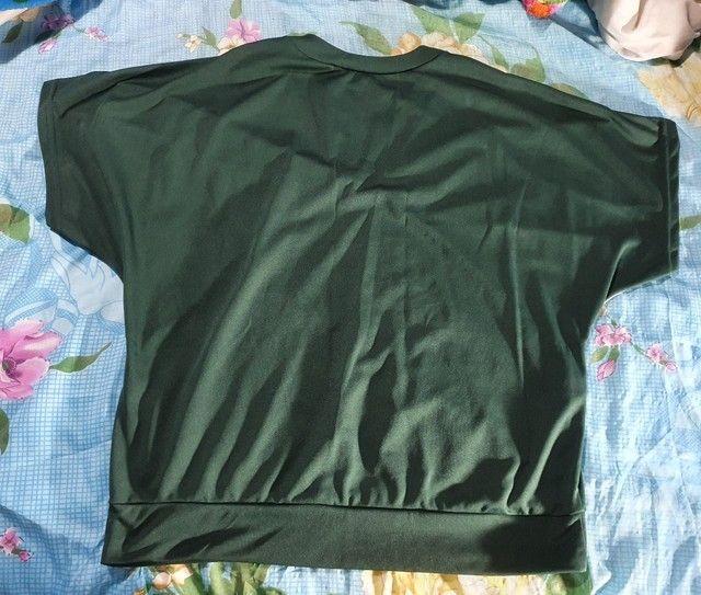 Blusa feminina de poliéster verde  - Foto 2
