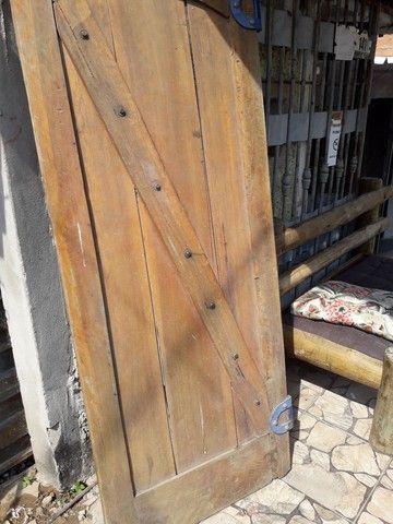 Porta de madeira maçiça