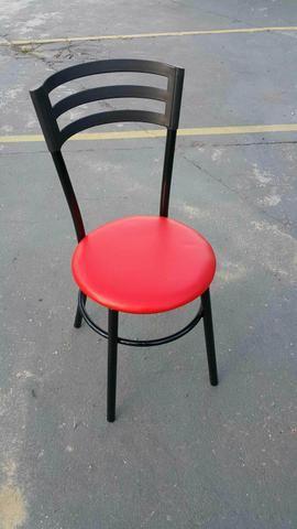Cadeira, preta estofado vermelho, preparamos na cor que desejar