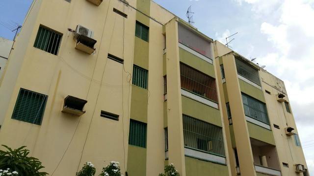 Apartamento no Santa Mônica Reformado. 03 quartos, 02 W.C ( 01 suíte )