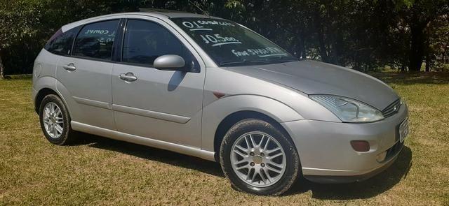 Ford/ Focus Ghia 2001