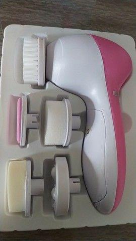 Escova Facial Elétrica Esfoliante Massageadora Portátil 5/1 - Foto 4