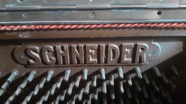 Piano semi novo Schneider