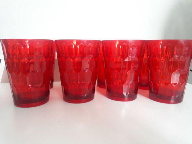Conjunto de copos vermelhos