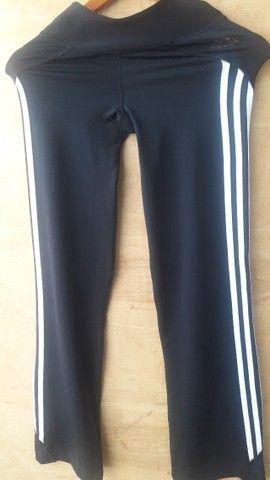 Calça legging Adidas preta tamanho P - semi nova - Foto 2