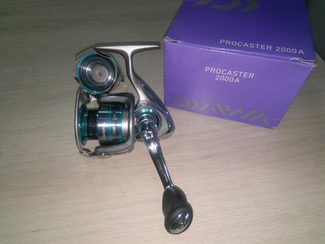 Molinete Daiwa Procaster 2000A