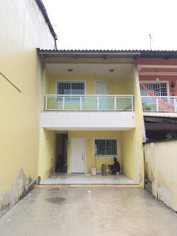 Casa para venda possui 130 metros quadrados e 3 quartos em Lagoa Redonda - Fortaleza - CE